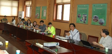 Academic Exchanges with Professor WANG Siqun from University of Tennessee at the RIWI